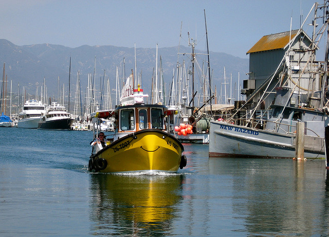 lil-toot-santa-barbara-harbor